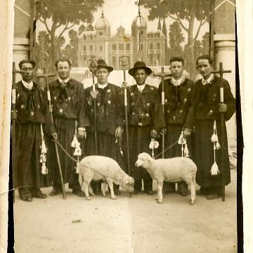 Diputación hombres con Secretario Vidal Mirón