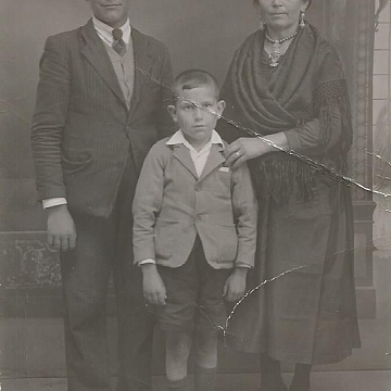 Madre y dos hijos