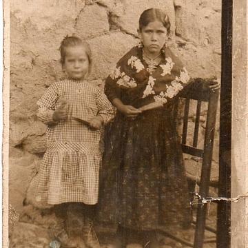 Madre y tía de María Zamora