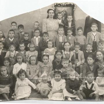 Niños y niñas en la escuela