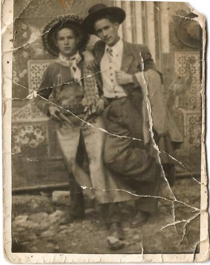Vidal Mirón con amigo de carnaval